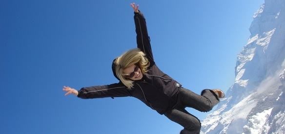 skydive-woman-1437056